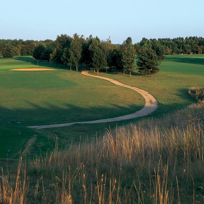 location de clubs de golf golf de saint quentin en yvelines paris. Black Bedroom Furniture Sets. Home Design Ideas